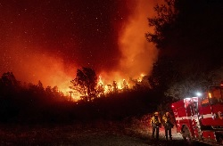 """""""California fire that killed 3 threatens thousands of homes"""""""